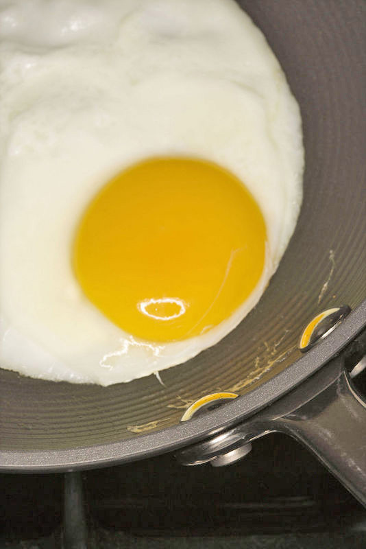 egg frying.jpg